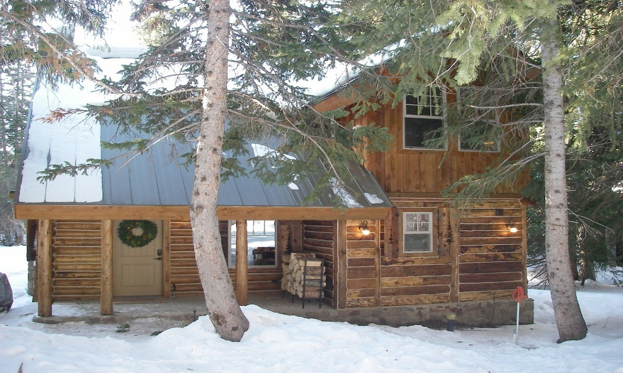 Cozy log cabin best deal in brighton homeaway brighton for Cheap cabin packages
