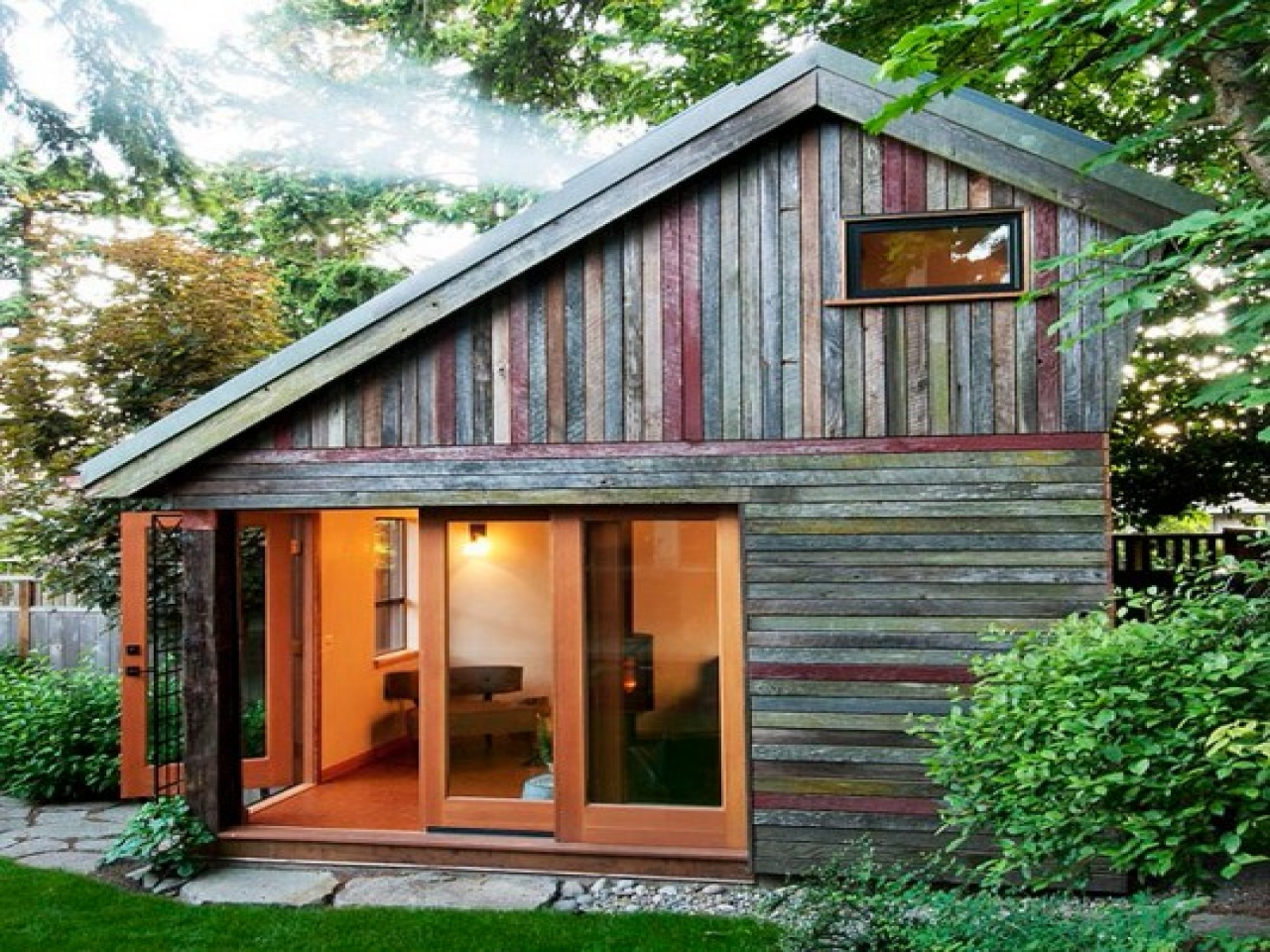 Backyard house tiny houses backyard guest house plans for Guest home designs