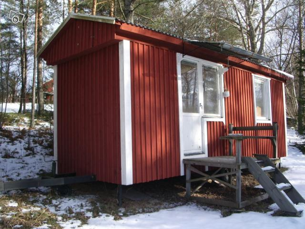 Small portable hunting cabins portable hunting cabin in for Pictures of small hunting cabins