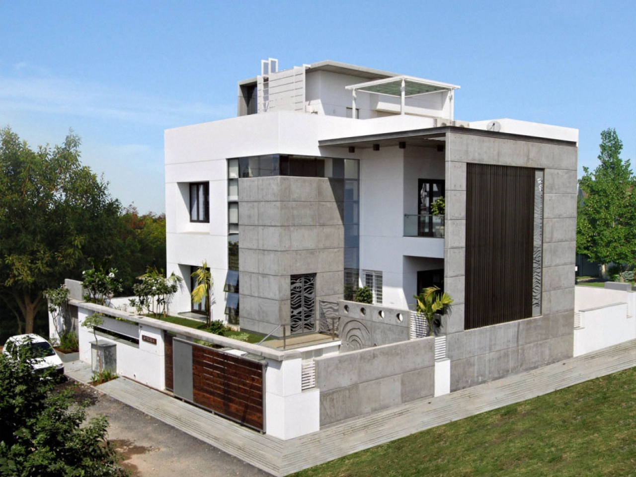 Traditional house exterior designs modern house exterior for Modern exterior design pictures