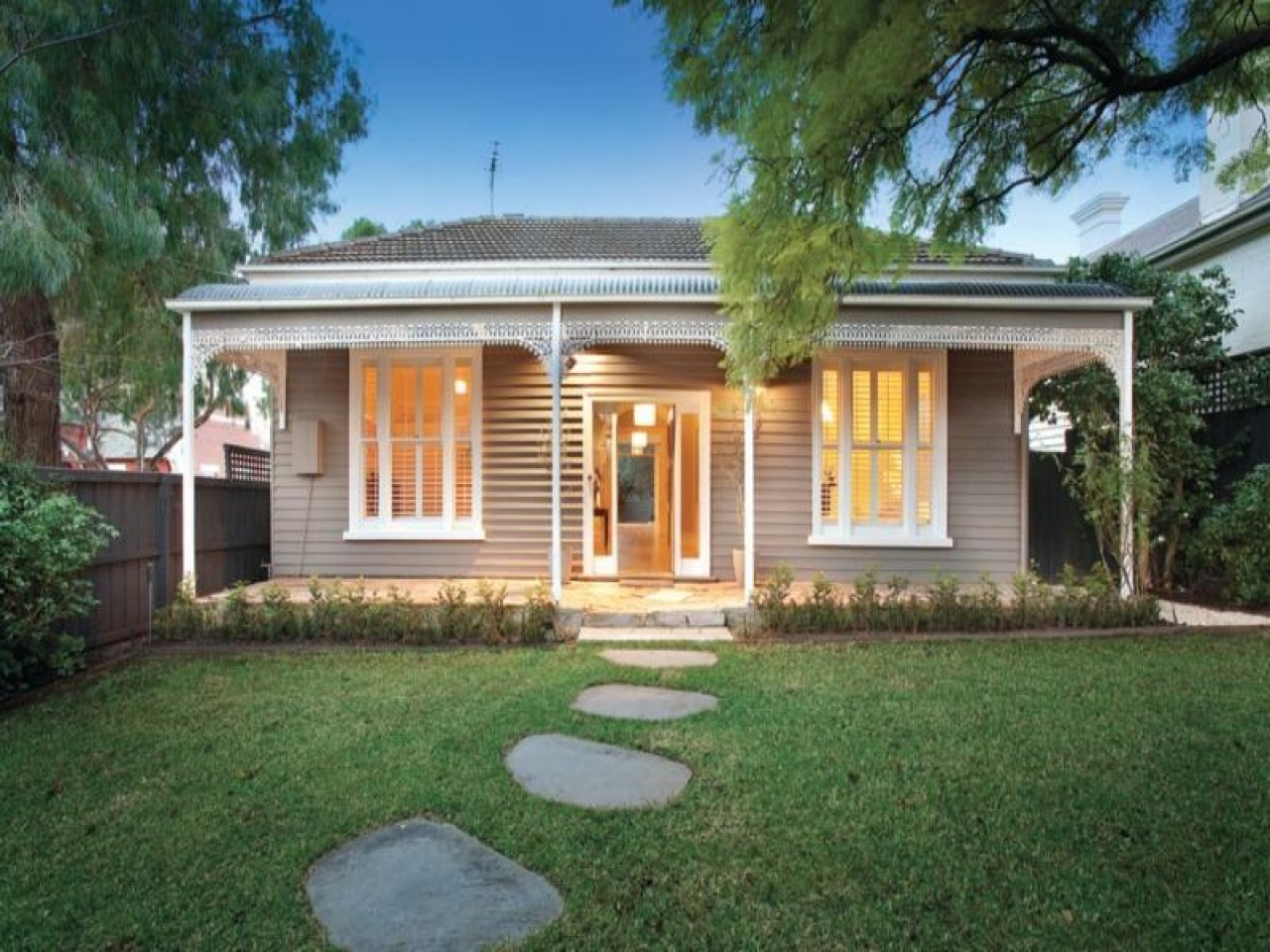 Weatherboard house cold weatherboard house colour period for Weatherboard house designs