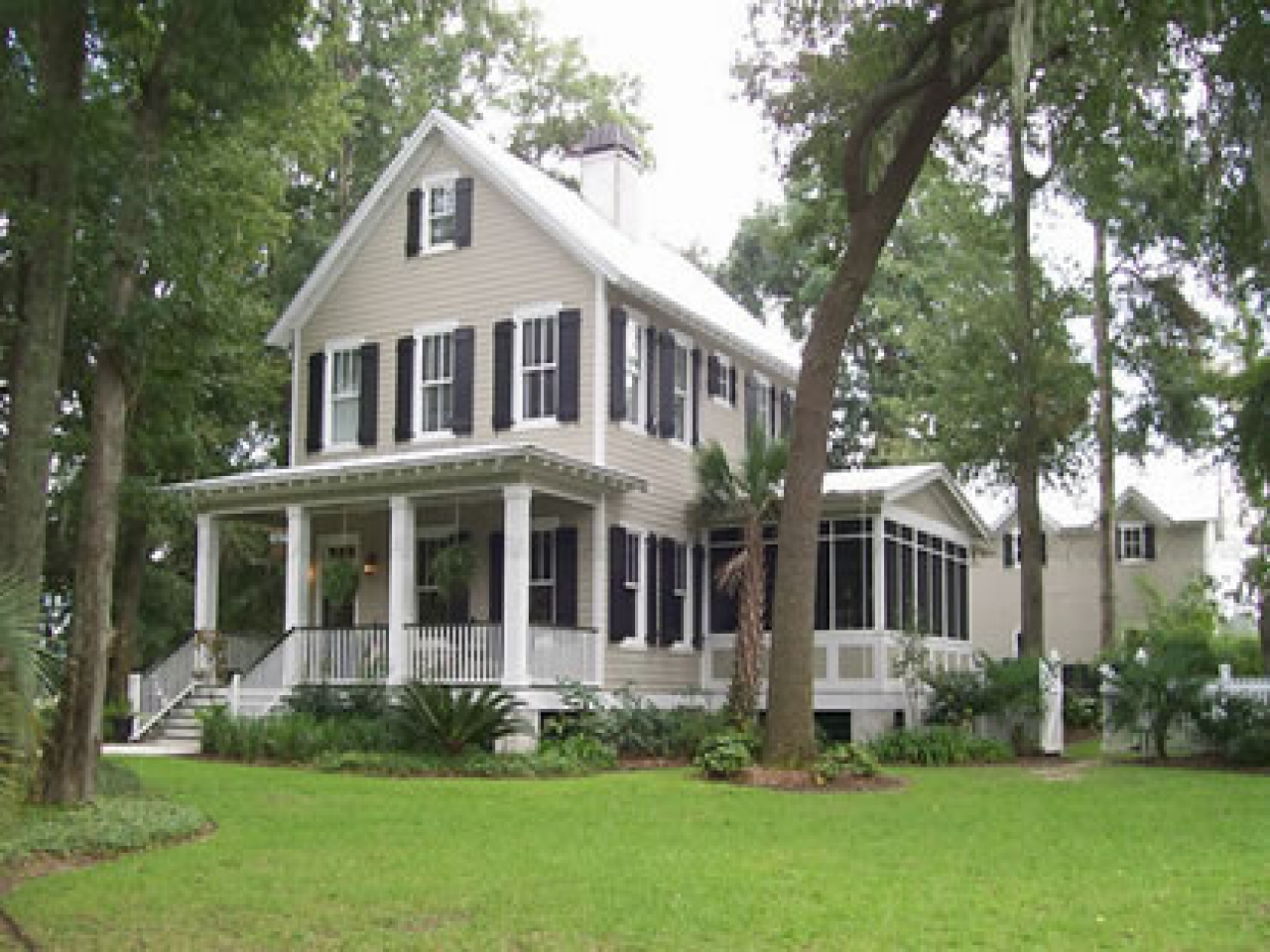 Southern plantation homes traditional southern style home for Plantation home builders