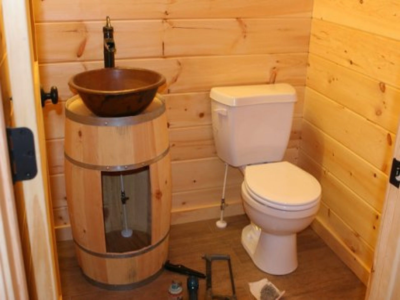 Country bathroom decorating ideas country cabin bathroom for Small cabin bathroom ideas
