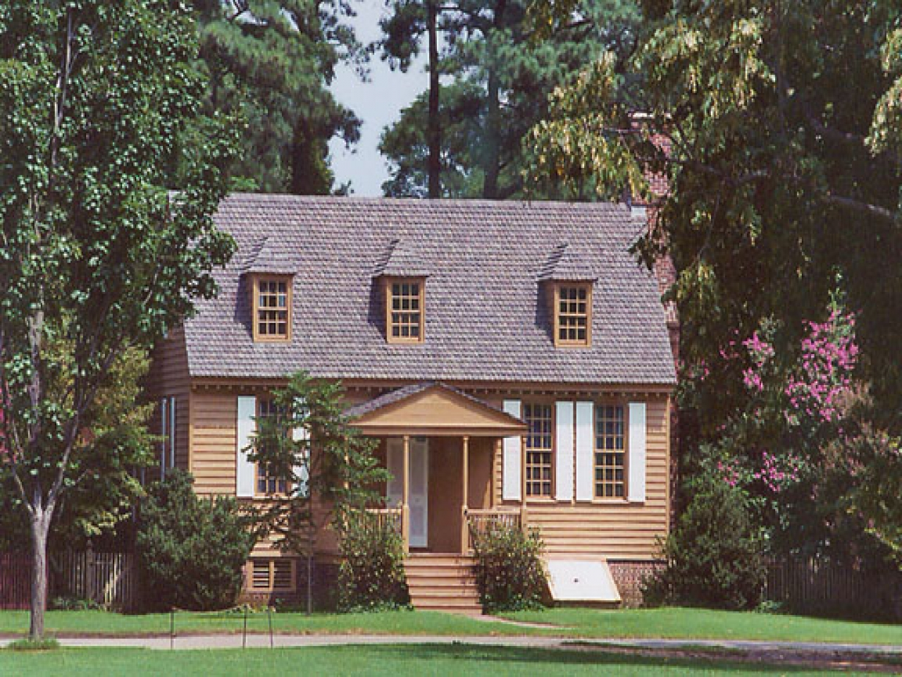 Colonial houses williamsburg colonial williamsburg style for Williamsburg colonial house plans