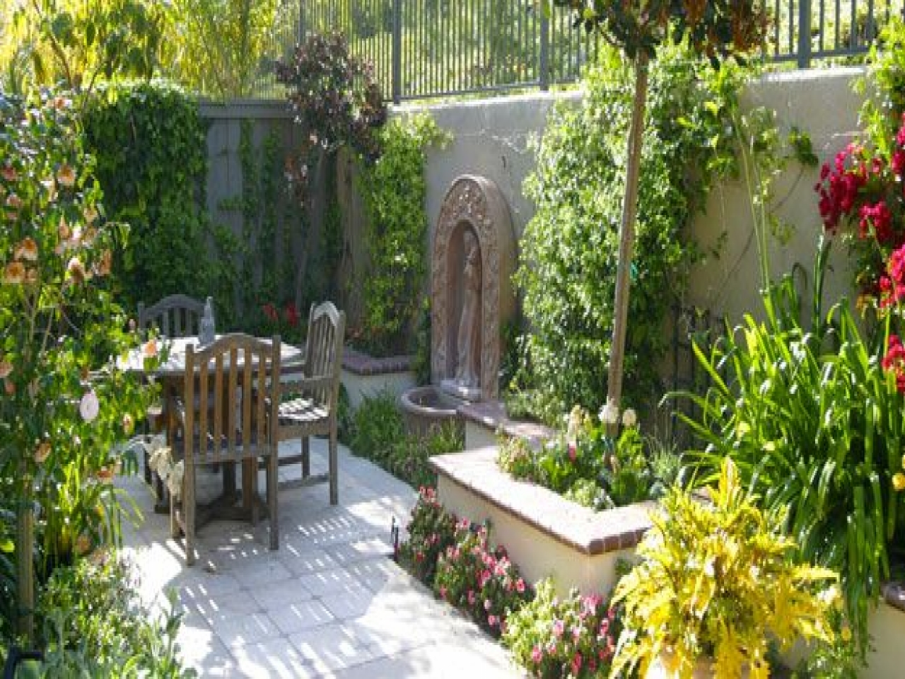 French Quarter Courtyard Designs Mediterranean Courtyard