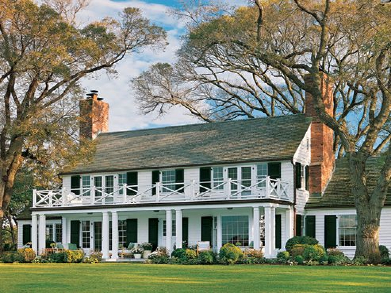 Colonial revival style homes federal style homes southern for Colonial home builders