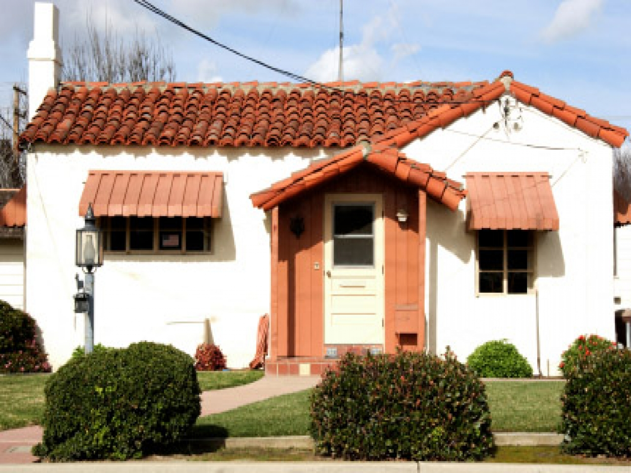 Spanish hacienda style homes small spanish style home for Spanish style tiny house
