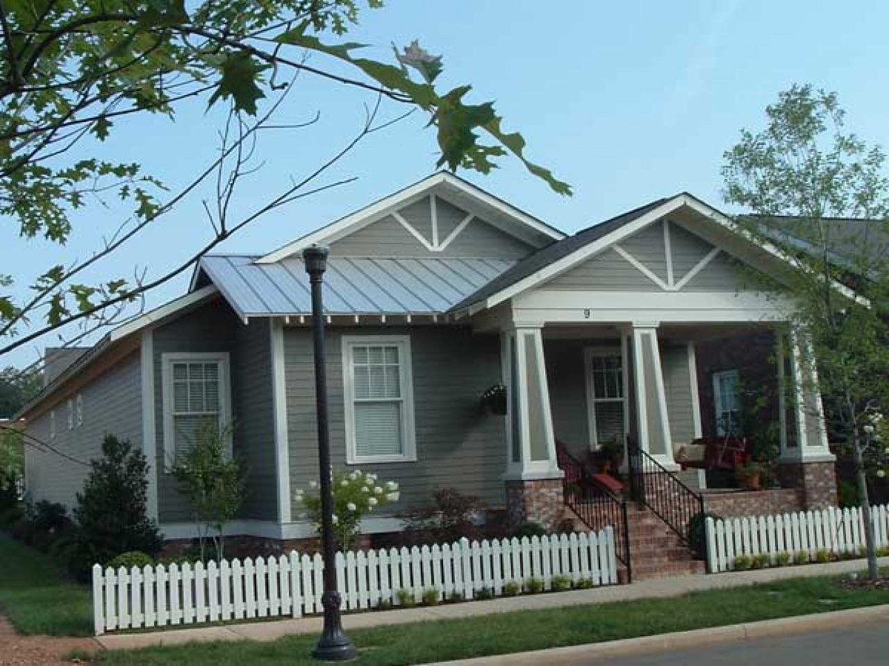 Craftsman style homes historic craftsman bungalow house for Craftsman bungalow designs