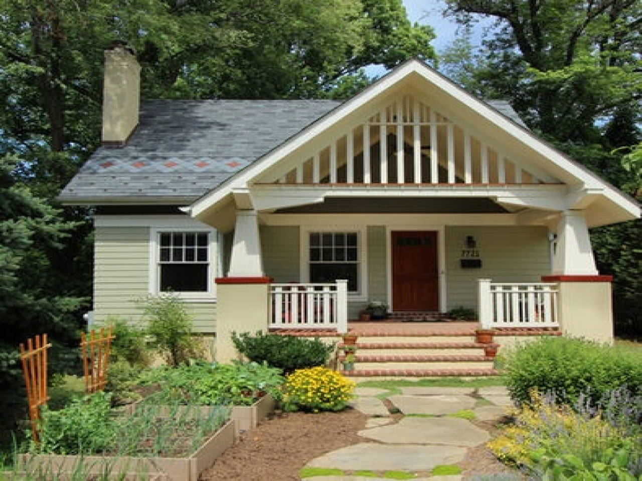 Tiny craftsman style bungalow front porch craftsman style for Craftsman bungalow architecture