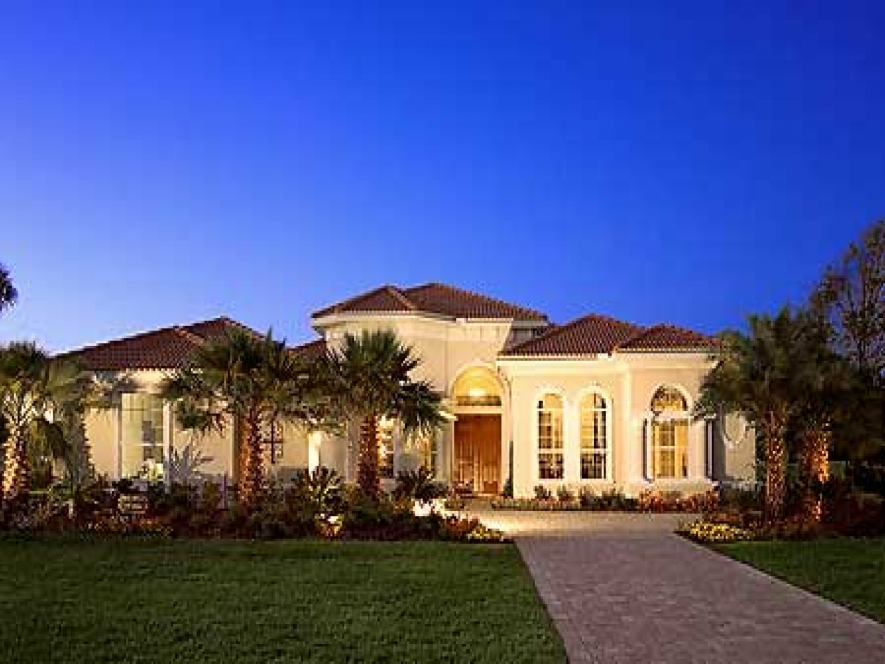 Mediterranean style home plans designs mediterranean for Custom home layouts