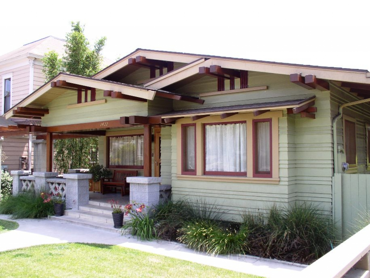 Craftsman bungalow roof styles 1920 craftsman bungalow for Craftsman roofing