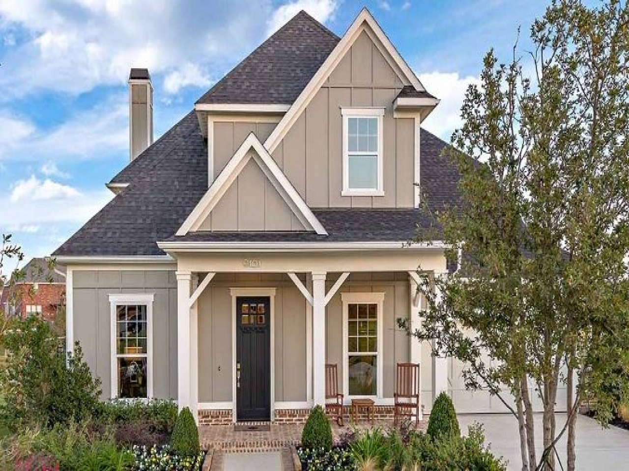 Vintage craftsman style homes classic craftsman style for Classic style homes