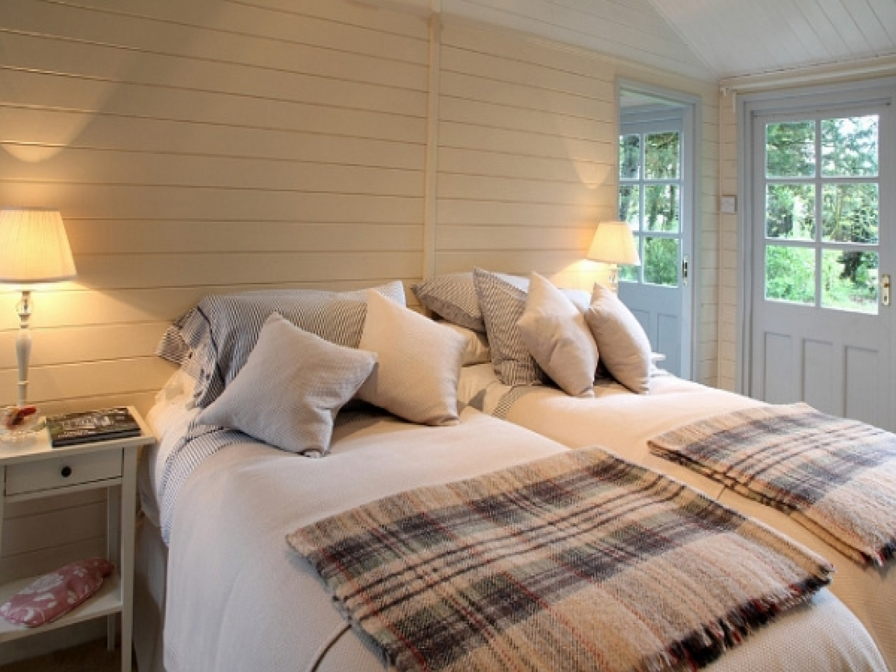 Beach House Bedrooms Designs Small Beach House Bedroom ...