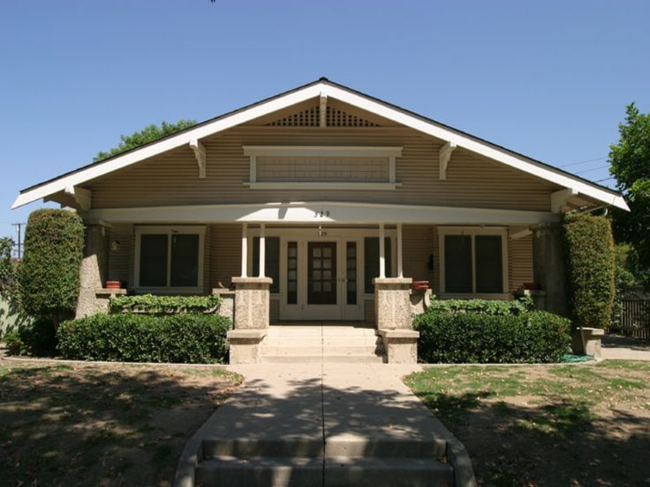 Craftsman bungalow style home interior bungalow style for Craftsman bungalow architecture