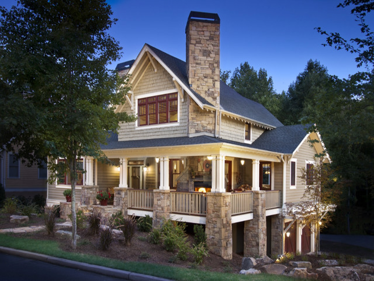 Craftsman Style Architecture Craftsman Home With Wrap