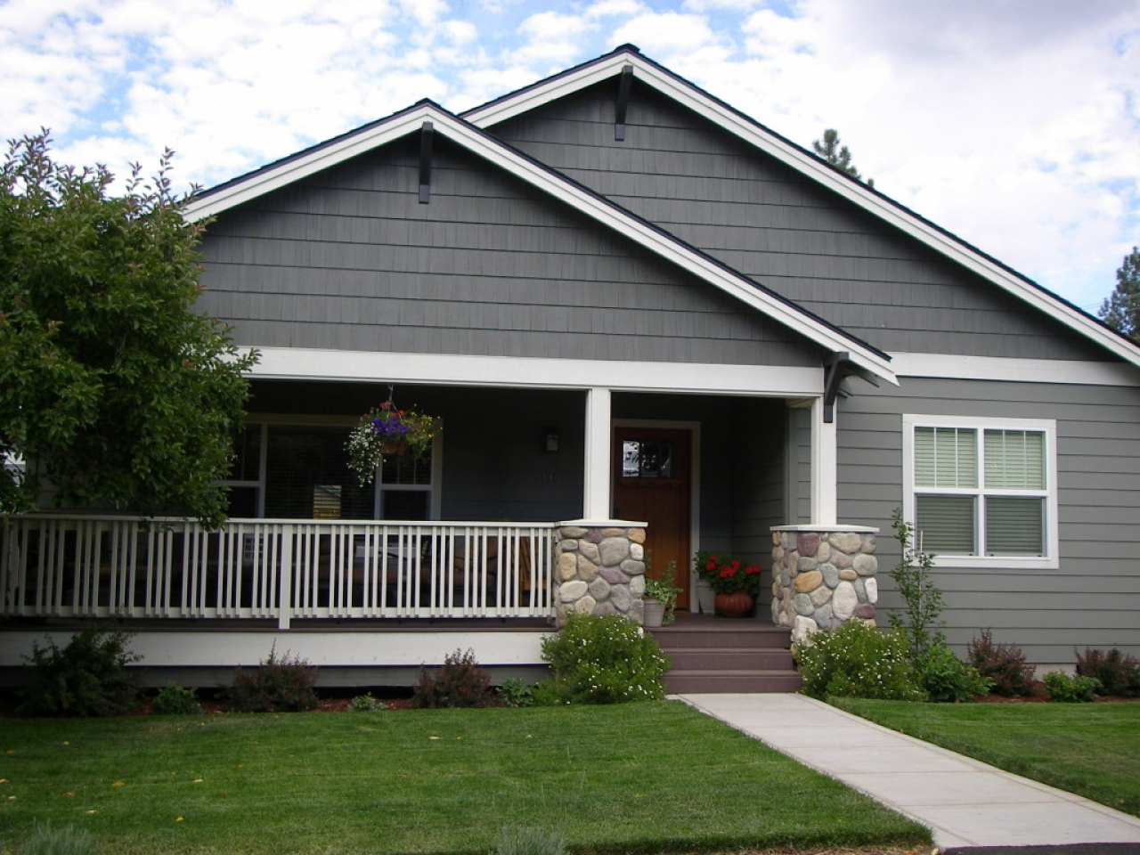 Small craftsman home designs small craftsman style house for Small craftsman house