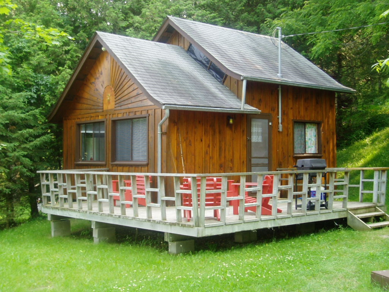 Small bungalow decorating small cottage ideas plans for for Cabins cottages and bungalows