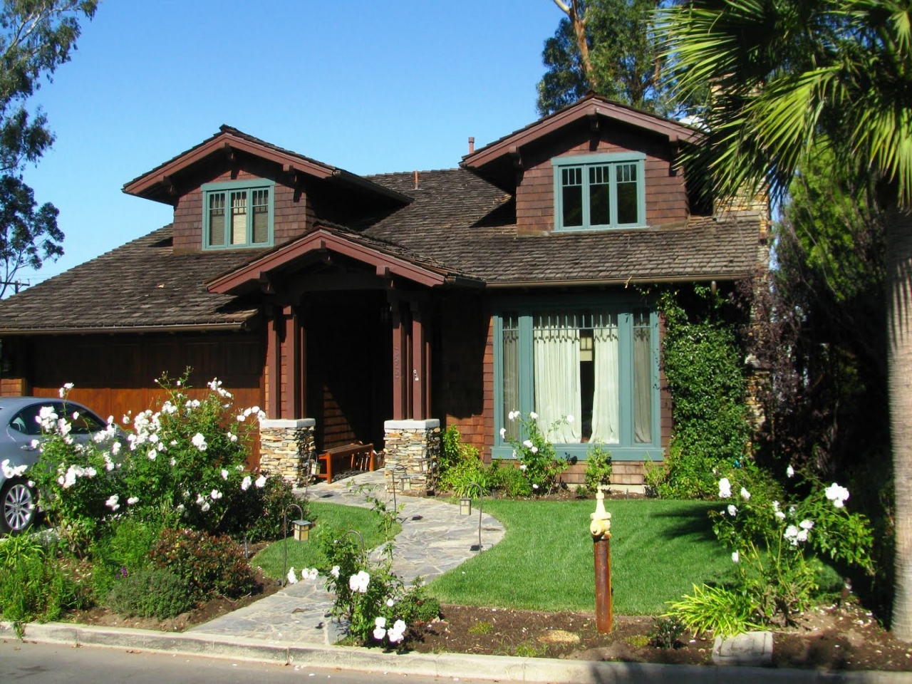Craftsman style house single story