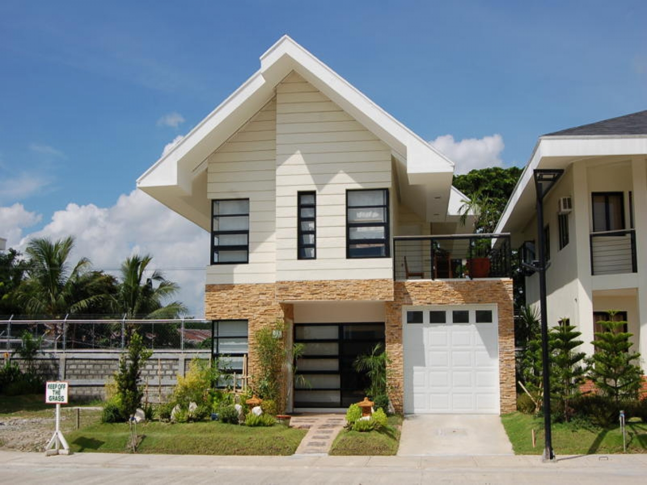 Home small modern house designs pictures inexpensive for Modern compact home designs