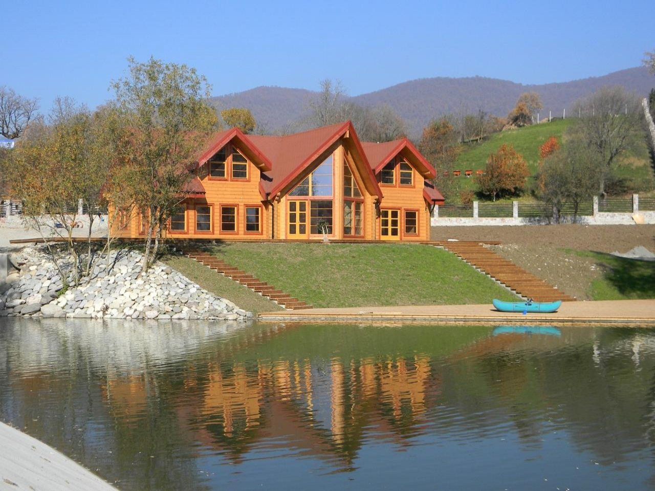Log cabin mountain lake log cabin lake house luxury log for Luxury lake house