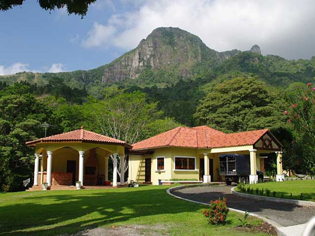 Beautiful country mountain houses the most beautiful for Beautiful house ever