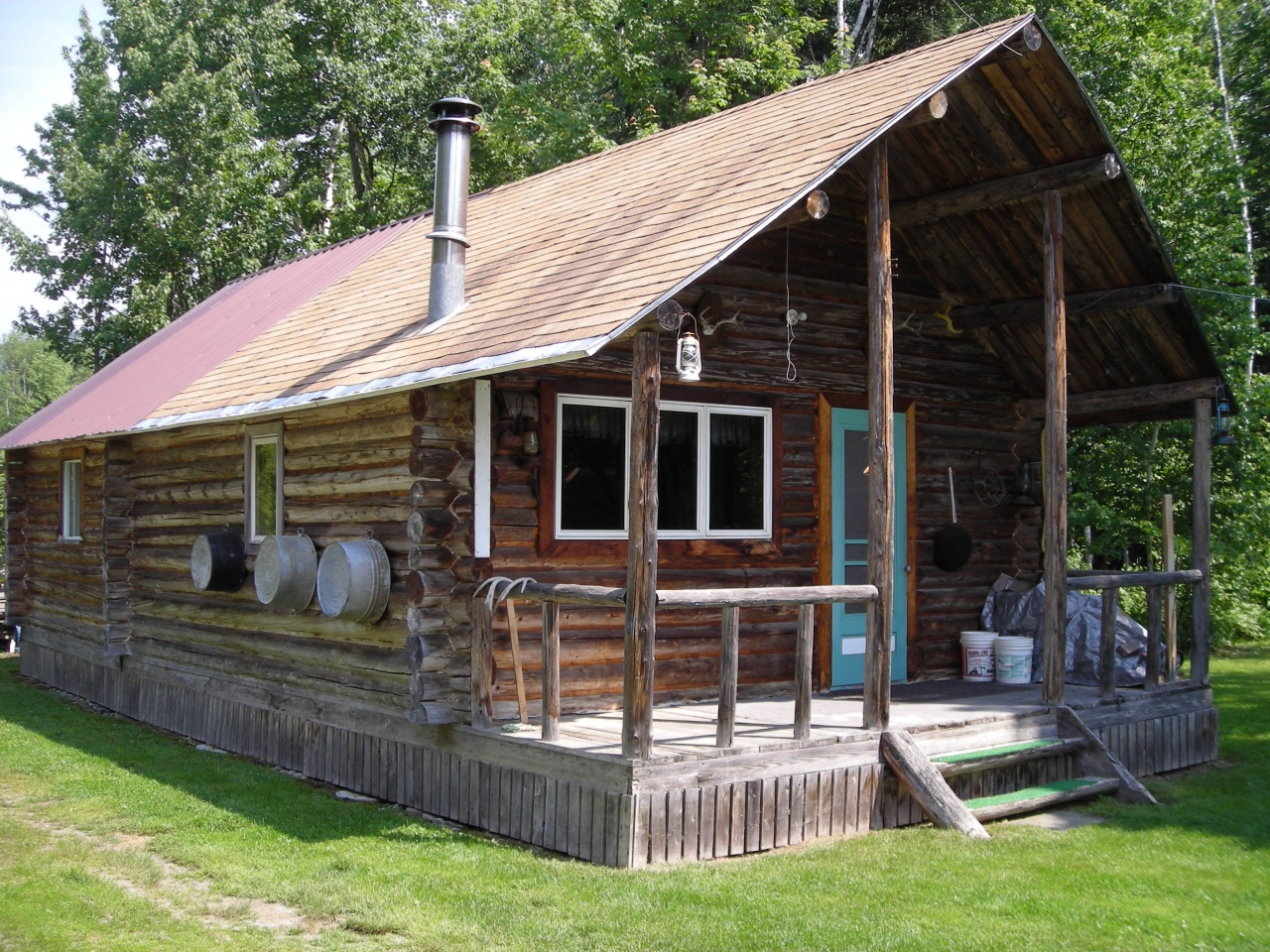Log cabin hunting camp small hunting cabins log cabin for Tiny hunting cabin