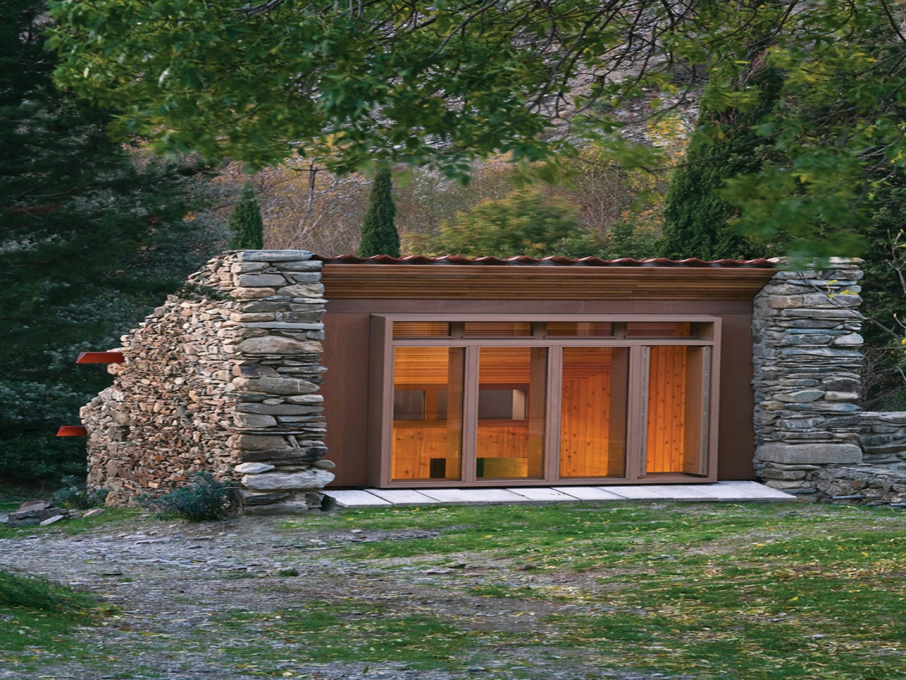 Portable cabin tiny house tiny cabin house very tiny for Small houses and cabins