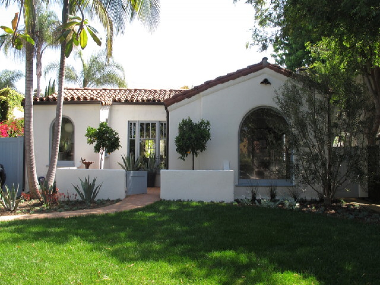 Spanish style homes with courtyards small spanish style for Spanish style house plans