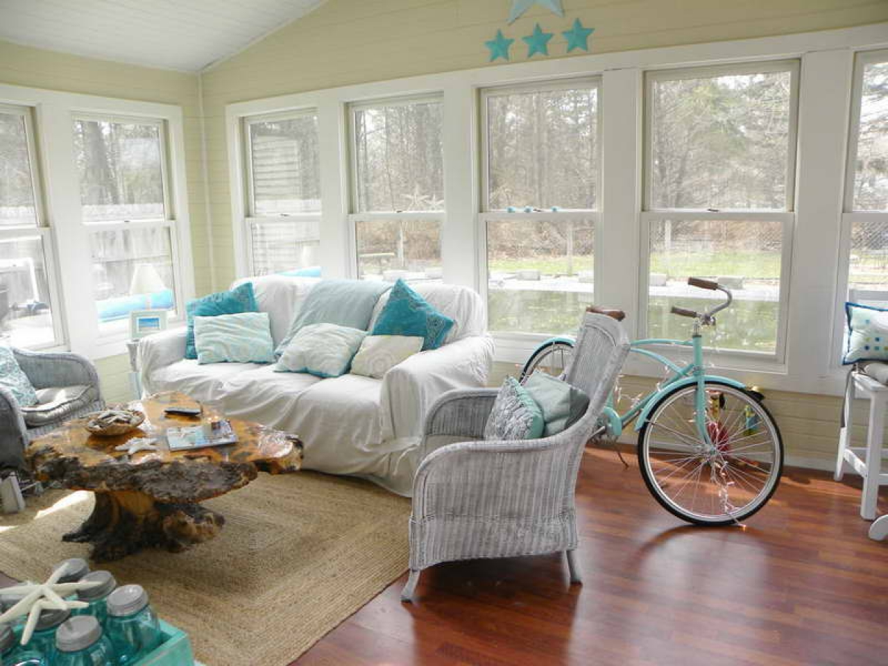 Country cottage style living rooms beach cottage living - Lodge living room decorating ideas ...