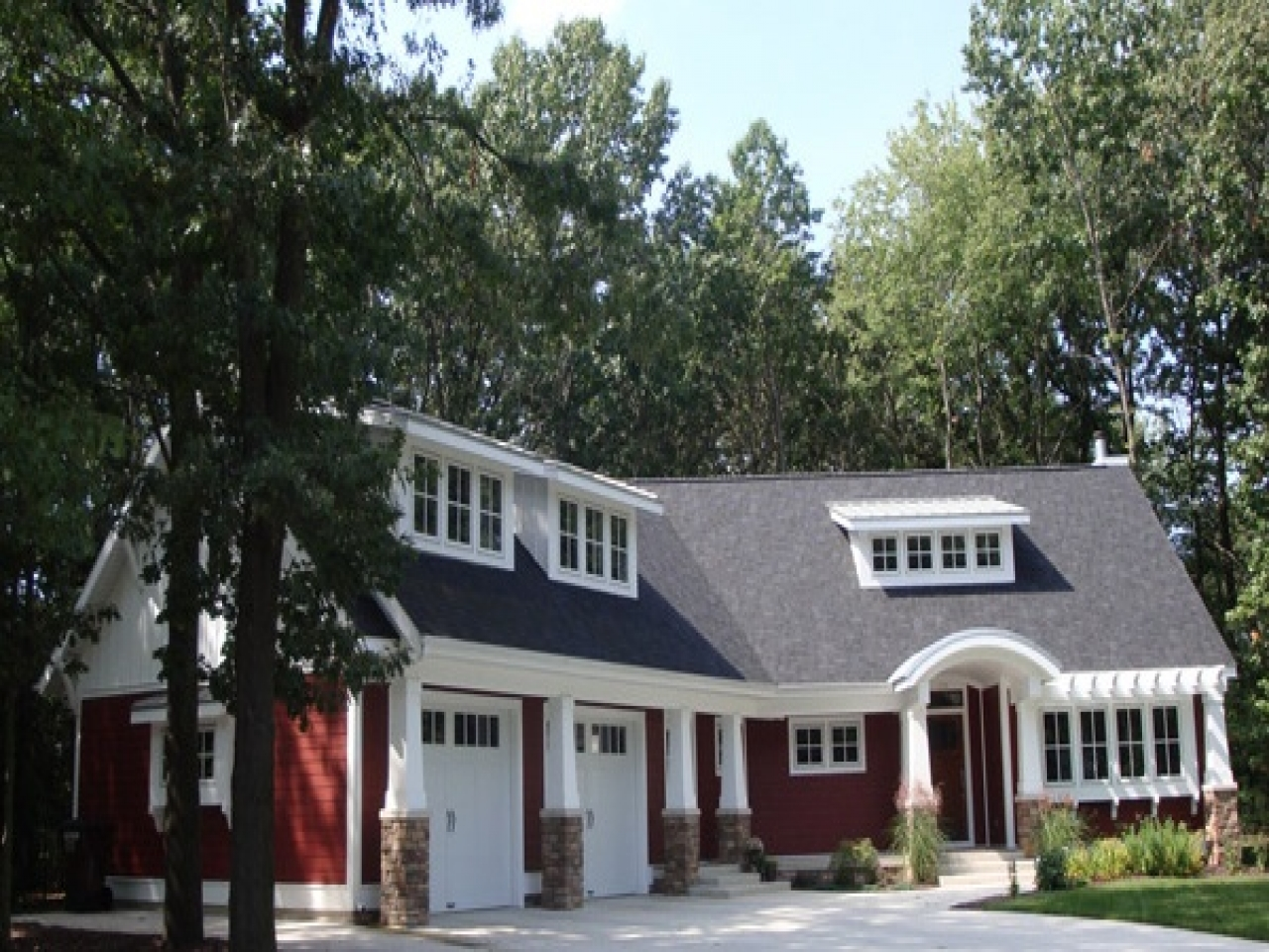 Red cottage housefloor plan no guest suit just bedrooms for Red cottage house plans
