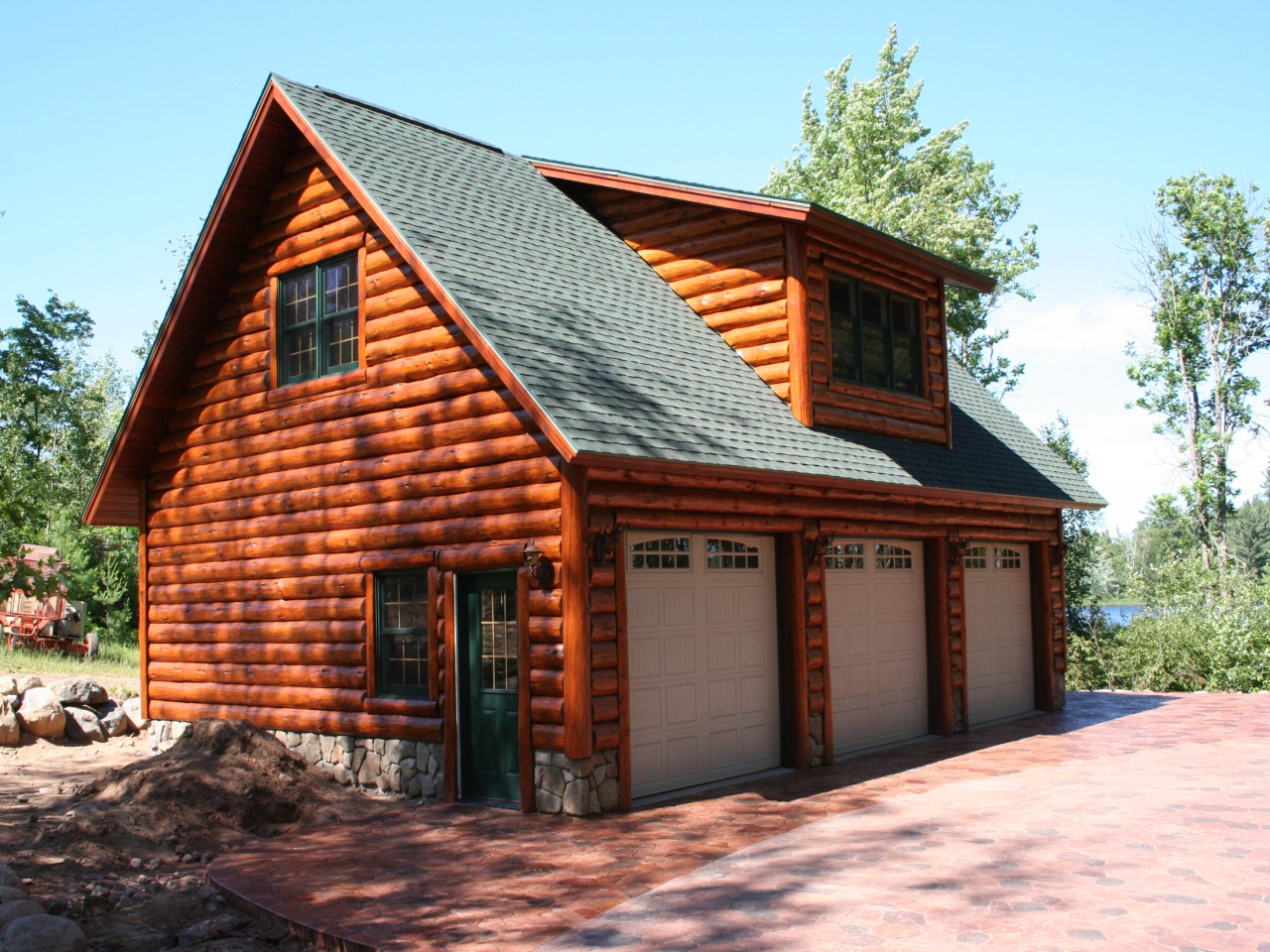 Awesome log cabin with garage log cabin garage with lofts for Log cabin garage apartment