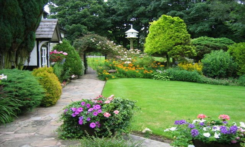 Small cottage garden ideas english cottage gardens for Small english garden designs